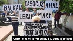 Kiprdäki türkmen raýatlary protest geçirdi