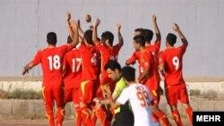 فولادنوين اهواز با برتری مقابل سياه جامگان مشهد به عنوان قهرمانی رقابتهای فوتبال ليگ دسته اول باشگاههای کشور دست يافت