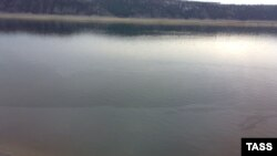 В Свирске Иркутской области из-за утечки нефтепродуктов на Ангаре введен режим ЧС.