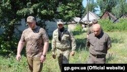 Гюндуз Мамедов на Донбасі (праворуч)