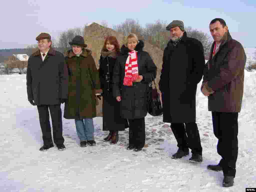 Сьвяткаваньне 264-х угодкаў Тадэвуша Касьцюшкі. Уладзімер Арлоў (другі справа з рэгіянальнымі актывістамі)