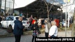Nakon potresa koji se dogodio oko 10 časova veliki broj ljudi izašao je na ulice Sarajeva