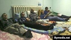 Галадоўка пратэсту супрацоўнікаў Радыётаксі 22222, красавік 2005