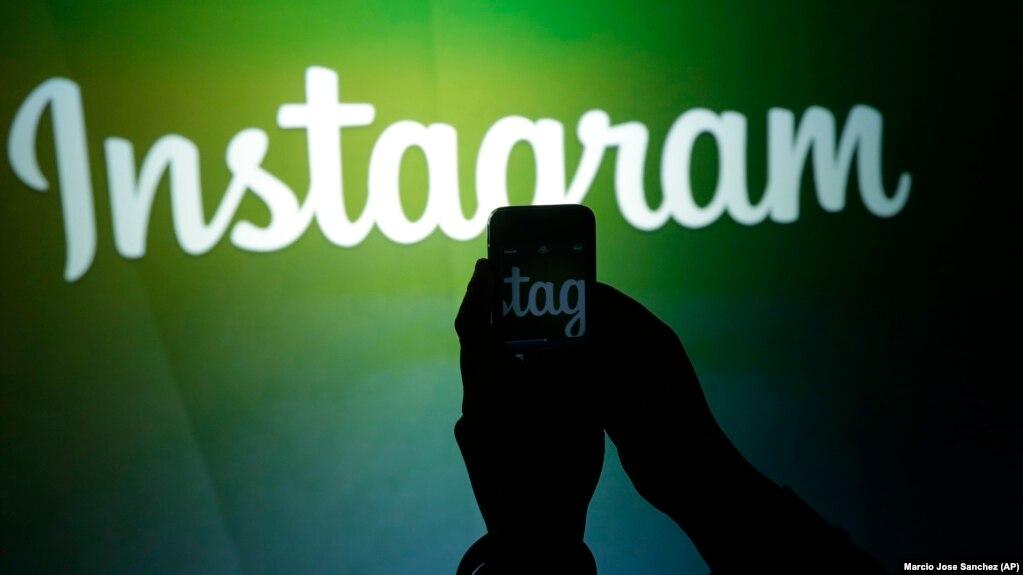 اینستاگرام از محبوبترین شبکههای اجتماعی در ایران است که فیلتر نیست ولی در صورتی که مطالب منتشره در آن با مقررات جمهوری اسلامی در تضاد باشد، سانسور میشود.