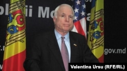 John McCain la Chişinău