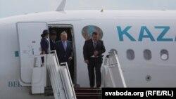 Қазақстан президенті Нұрсұлтан Назарбаев Минск әуежайында. 26 тамыз 2014 жыл.
