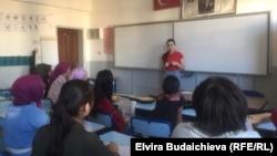 Урок кыргызского языка в школе села Улуу Памир в провинции Ван, Турция.