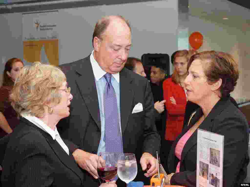 Former BBG Governor Jeffrey Hirschberg talks with RFE's Ricki Green and Diane Zeleny at RFE's 60th anniversary celebration in Washington, DC.