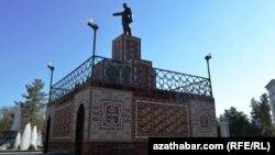 Aşgabatda Leniniň monumenti