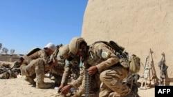 Афганские спецназовцы готовятся к бою в окрестностях Лашкар-Гаха, фото 10 октября 2016 г.