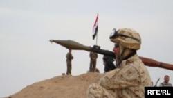یک سرباز عراقی در میدان نفتی فکه