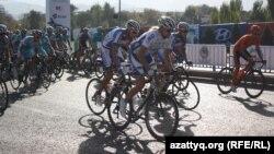 Tour of Almaty-2013 веложарысы басталған сәт. Алматы, 6 қазан 2013 жыл.