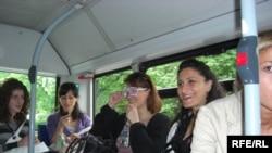მიგრანტები მიუნხენის ქართულ ეკლესიაში მიმავალ ავტობუსში