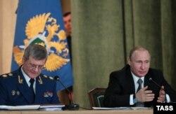 Procurorul general Iuri Ceaika și președintele Vladimir Putin