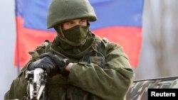 Російський військовий в окупованому Криму