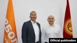 «Бир Болдун» лидери Алтынбек Сулайманов менен «Демократтын» лидерлеринин бири Эсен Момункулов.