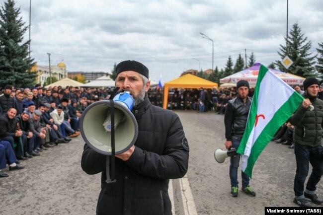 Митингующие в Магасе