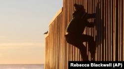 Zid na granici sa SAD, s meksičke strane