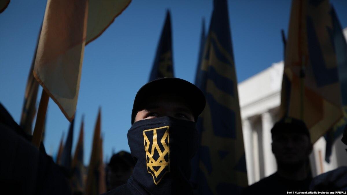 «Азов» сотрудничает с американскими экстремистами для продвижения собственного международной повестки дня – Bellingcat