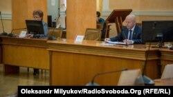 Тимчасовий в.о мера Одеси Анатолій Орловський (п) проводить апаратне засідання, 5 лютого 2018 року