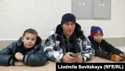 Артём Милушкин с детьми