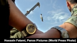World Press Photo Awards 2017 - Long-Term Projects - Second Prize - Hossein Fatemi, Panos Pictures - An Iranian Journey Serial killer Mohammad Bijeh, who was convicted of kidnapping and murdering 21 people, most of them children, is hauled into the air ha