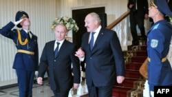 Владимир Путин и Александр Лукашенко в Минске. Май 2012 г