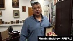 Сергей Михайлов с наградными часами от президента РФ
