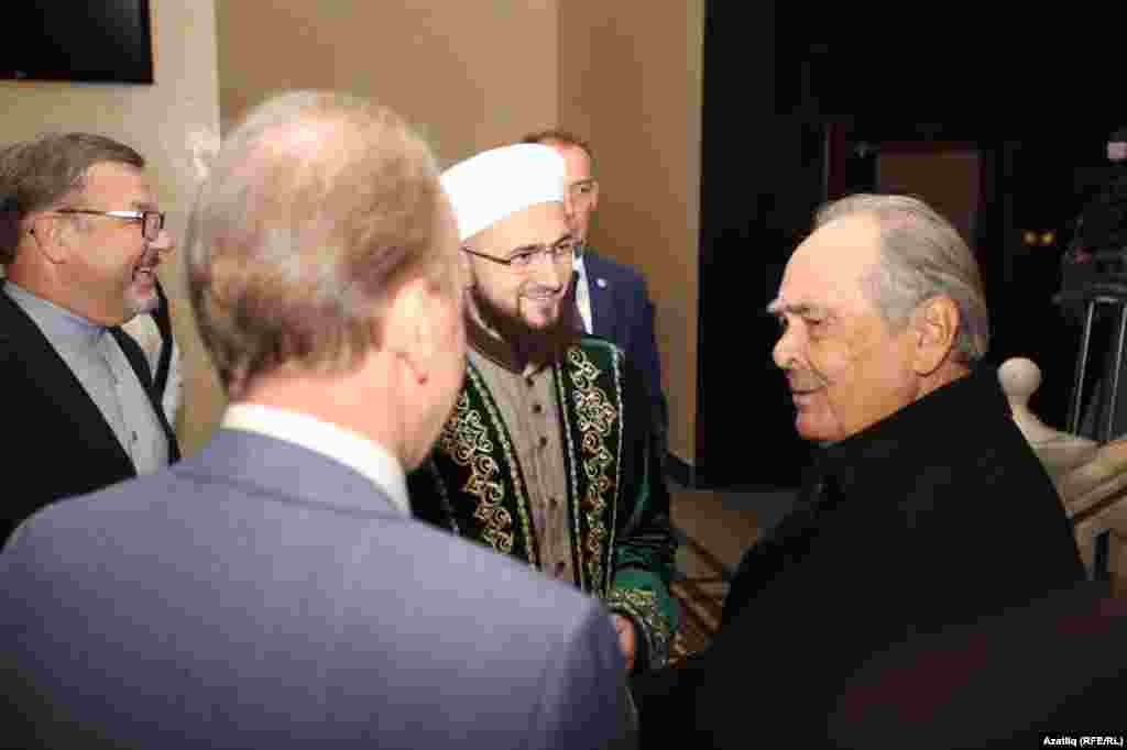 (слева направо) Ректор РИУ Рафик Мухаметшин, муфти РТ Камиль Самигуллин, госсоветник Минтимер Шаймиев