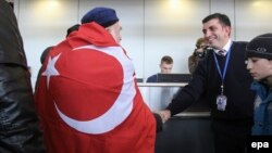 A Meskhetian Turk who was living in Ukraine's eastern conflict zone leaves Kharkiv for Turkey in December 2015.