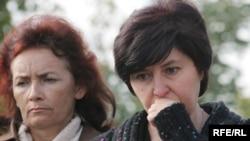"""Элла Кесаева (справа), председатель организации """"Голос Беслана"""""""