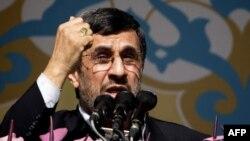 Prezident Mahmud Ahmedinejat Yslam rewolýusiýasynyň 34-nji ýyl dönüminde söz sözleýär. Tähran, 10-njy fewral, 2013 ý.
