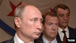 Губернатор Севастополя Сергей Меняйло (справа) с Владимиром Путиным и Дмитрием Медведевым