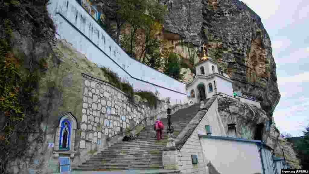 Панівне становище в Мар'ям-Дере у прямому й переносному значенні зайняв монастир Московської єпархії Української православної церкви