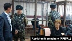 В зале суда перед оглашением приговора по делу Руслана Кулекбаева. Алматы, 2 ноября 2016 года.