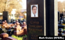 Как одно из самых громких дел о пытках, которое так и не было должным образом квалифицировано или расследовано, правозащитники называют дело Сергея Магнитского