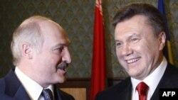 Аляксандар Лукашэнка і Віктар Януковіч, архіўнае фота