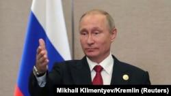 Vladimir Putin gjatë konferencës së sotme me gazetarë në samitin e BRICS-it në Kinë