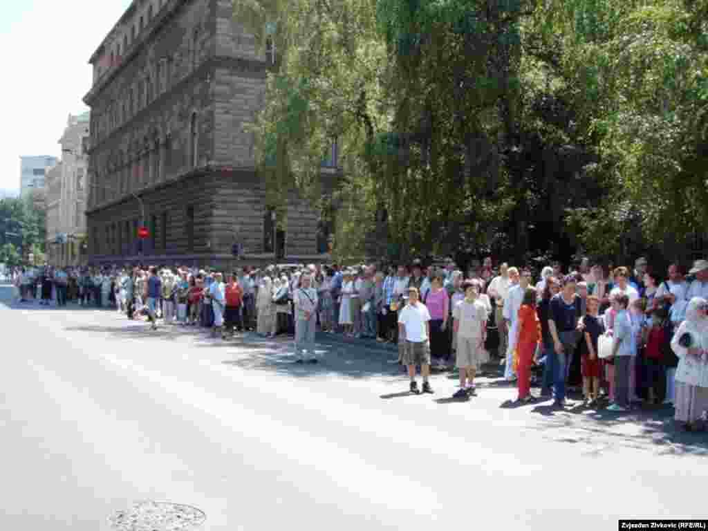 Doček konvoja kamiona sa posmrtnim ostacima Srebreničana, Sarajevo, juli 2011