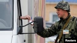 La punctul de control ucrainean de la Kuciurgan, de pe segmentul transnistrean de frontieră, 4 aprilie, 2014