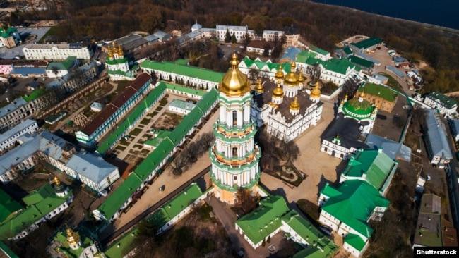 Києво-Печерська лавра – православний монастирський комплекс у Києві, яку нині на правах оренди використовує УПЦ (Московського патріархату)