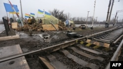 A blockade by nationalist Ukrainian lawmakers and veterans of the ongoing war in the east has caused almost all rail traffic in the Donetsk and Luhansk regions to cease. (file photo)