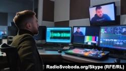 Журналист «Донбасс.Реалии» во время записи разговора с Сергеем Мюнье