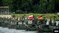 """La manevrele Nato """"Anaconda"""" de la Chelmno, în Polonia, la 13 iunie 2016"""