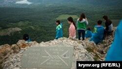Ежегодное восхождение крымских татар на гору Чатыр-Даг, май 2018 года