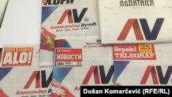 Naslovne strane dnevnih novina i tabloida umotane u propagandni materijal predsedničkog kandidata Aleksandra Vučića, dan uoči početka izborne ćutnje