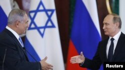Russian President Vladimir Putin (right) and Israeli Prime Minister Benjamin Netanyahu (file photo)