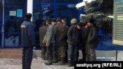 Полиция ұстаған заңсыз мигранттар Almaty, 27Jan2011.