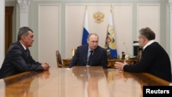Встреча президента России Владимира Путина с Сергеем Меняйло и Алексеем Чалым. 14 апреля 2014 года