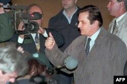 Premijer BiH Haris Silajdžić dolazi na Dejtonske pregovore, 31. 10. 1995